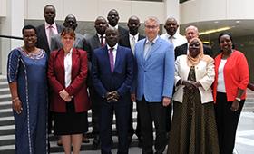 Regierungsdelegation aus Uganda zu Gast im BIBB