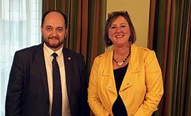 BIBB-Abteilungsleiterin im Gespräch mit dem armenischen Bildungsminister