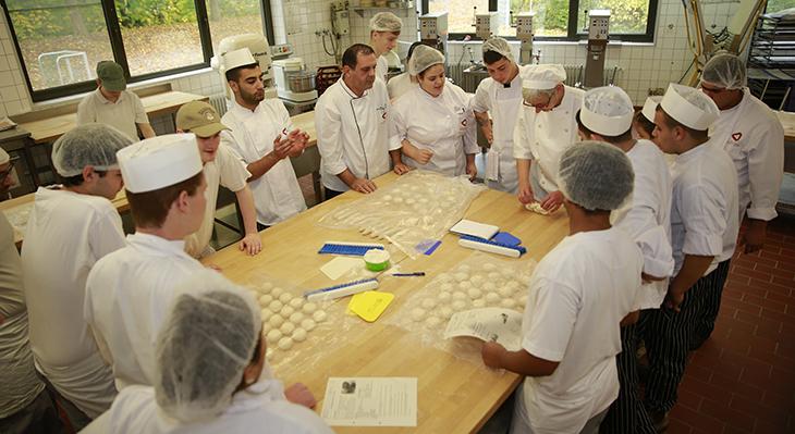 Brezel statt Baklava – Israelische Auszubildende lernen die deutsche Küche kennen