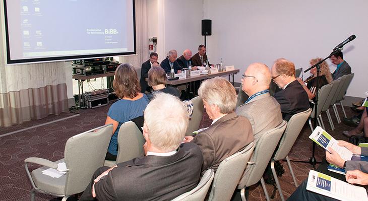 Seminare und Konferenzen – Expert*innendialog zu aktuellen Themen der Berufsbildung