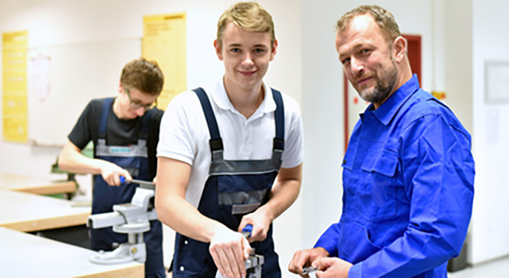 OECD Education Study 2020 praises the German vocational training system