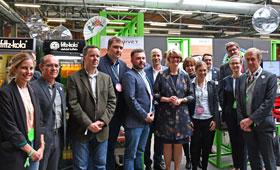 Bildungsministerin Anja Karliczek am Stand von GOVET auf der re:publica